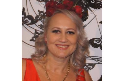 Rachael Hardy headshot travel partners agent